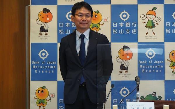就任会見を開いた日銀の臼井松山新支店長