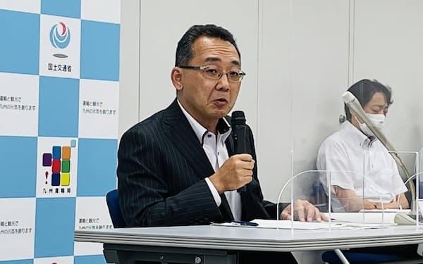 就任会見をする九州運輸局長の河原畑徹氏(21日、福岡市)