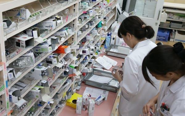 有効・安全・経済的な医薬品の使い方について方針を決める「フォーミュラリー」の病院への導入は医療費抑制に効果的だ(調剤薬局で)