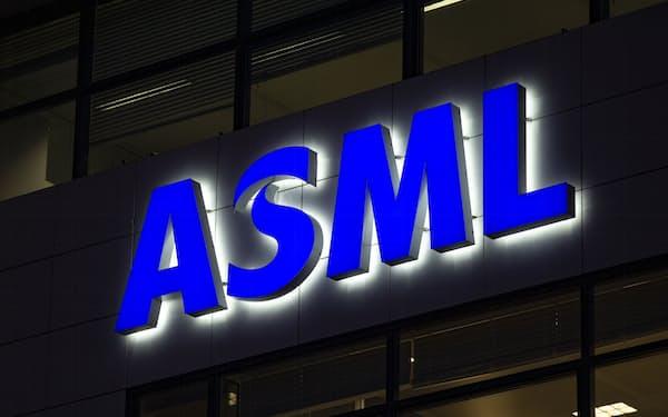ASMLは最先端の露光装置「EUV」を独占している=AP