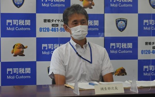 6月の貿易統計を発表する田中調査部次長(21日、北九州市)