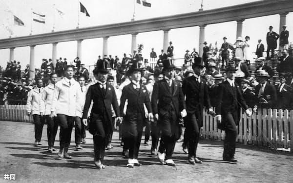 1920年アントワープ五輪の日本選手団入場=共同