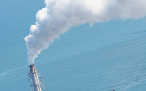 30年度の電力供給は、石炭など化石燃料になお4割頼る構造になる