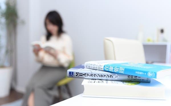きょう読む本だけが目に入るように整理=丹野 雄二撮影