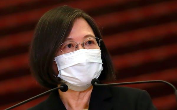 台湾ではワクチン不足が課題で、蔡英文(ツァイ・インウェン)総統は悩み続けている=AP
