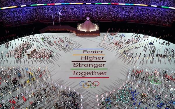 新型コロナのパンデミック下の異例な五輪の開会式には世界の注目が集まった=ロイター