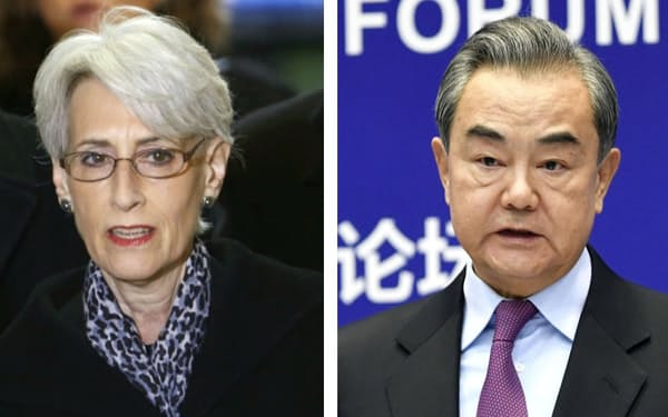 シャーマン米国務副長官(左)=ロイター・共同)、中国の王毅国務委員兼外相
