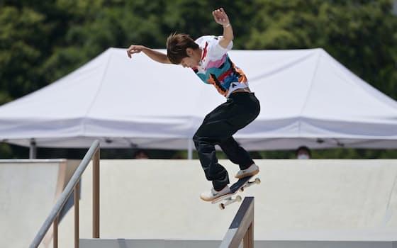 今大会から五輪に採用されたスケートボード競技のストリート男子で、堀米雄斗が初代王者に輝いた。予選は6位だったが、決勝は難技を次々と成功させた(25日、東京都江東区)