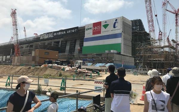 建設中の北海道ボールパークFビレッジ(25日、北海道北広島市)