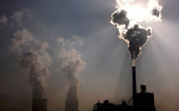 中国の石炭火力発電所(2010年、内モンゴル自治区)=ロイター
