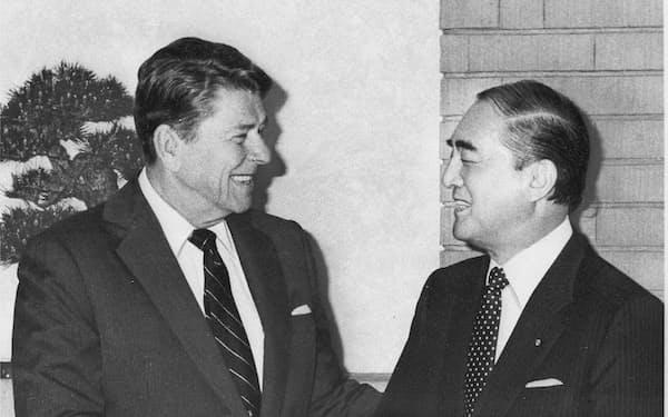 日米摩擦の際の半導体協定は日本の弱体化につながった(86年、中曽根首相とレーガン大統領の会談)