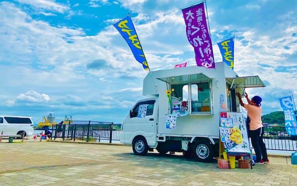新潟県内のキッチンカーなどを集めたナイトマーケットを開く