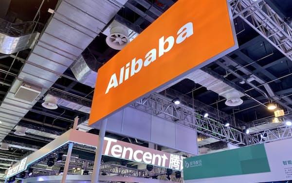 上海の展示会に出展したネット大手の看板(7月、上海)