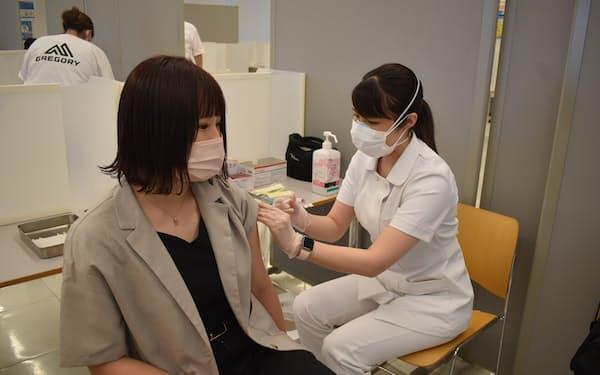日本体育大学では学生の6割強が1回目の接種を終えた(20日、世田谷区の日体大キャンパス)