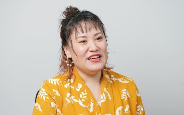 ばーびー 1984年北海道出身。2007年にお笑いコンビ、フォーリンラブ結成。テレビコメンテーター、下着プロデュースなど多岐にわたり活躍する。20年11月、初エッセー集「本音の置き場所」を発刊。