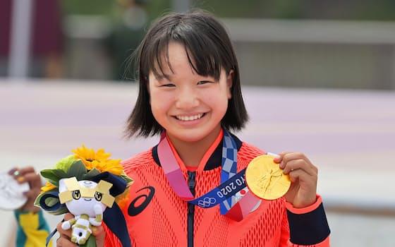 スケートボード女子ストリートで優勝した西矢椛。五輪史上日本最年少の金メダリストとなった(26日、有明アーバンスポーツパーク)