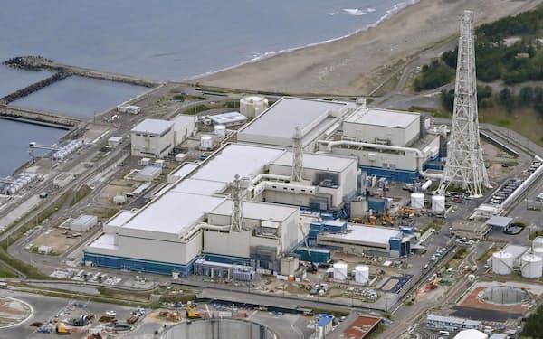 新潟県の東京電力柏崎刈羽原発、手前から7号機、6号機、5号機=共同