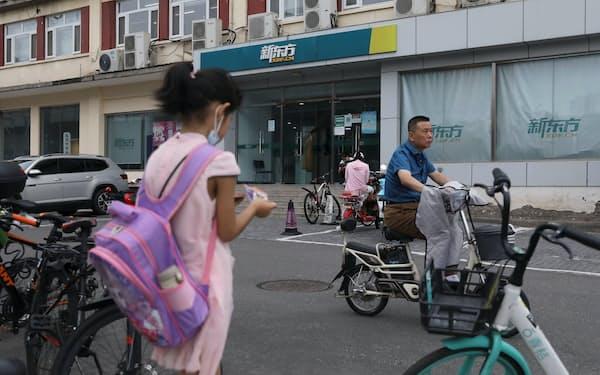 中国では教育熱が高まっていた(北京、新東方教育の塾)=ロイター