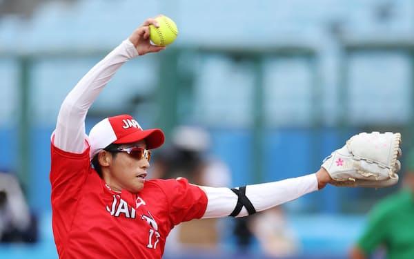 上野は今大会3試合に先発登板、大黒柱として奮闘している