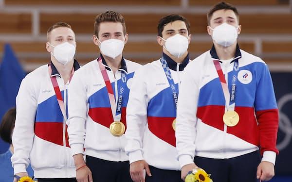 体操男子団体総合で金メダルのROC(ロシアオリンピック委員会)チーム(26日)