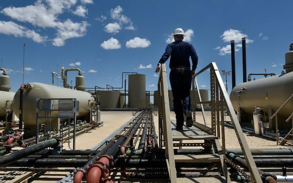 米テキサス州のシェールオイル生産設備=ロイター