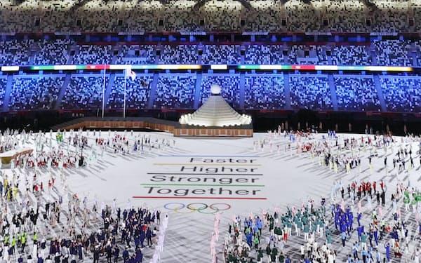 東京五輪の開会式(23日、東京都新宿区の国立競技場)