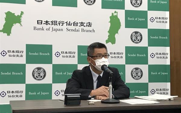 記者会見する大山支店長(27日、仙台市)