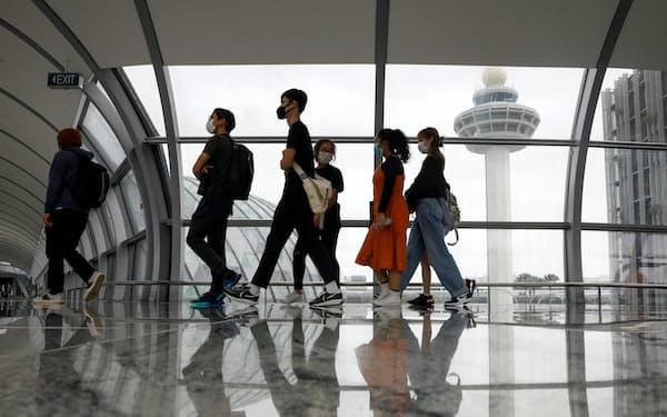シンガポールの空港の利用者数は大きく落ち込んでいる(1月)=ロイター