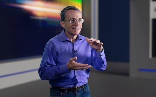 ゲルシンガーCEOは「25年に業界首位になる」と語った(インテル提供)