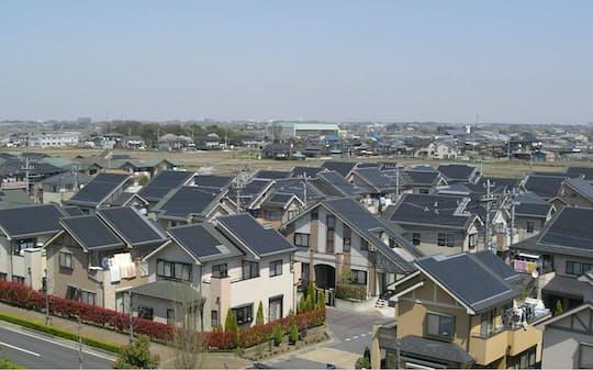 政府は太陽光発電設備を備えた住宅の普及を目指す
