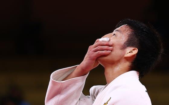 強豪ぞろいの男子81キロ級で、日本勢5大会ぶりの金メダルとなった(27日、日本武道館)=ロイター
