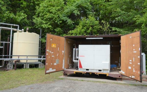 北海道伊達市では市が保有する温泉井戸に小型地熱発電機が設置された(2日、同市大滝地区)