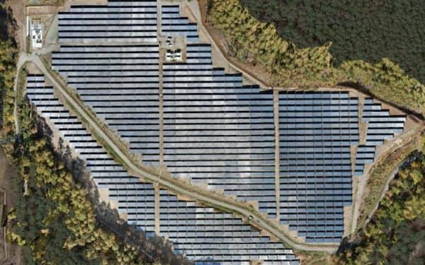 使用済み太陽光パネルの再利用を後押しする(丸紅が長野県で運営する太陽光発電所)