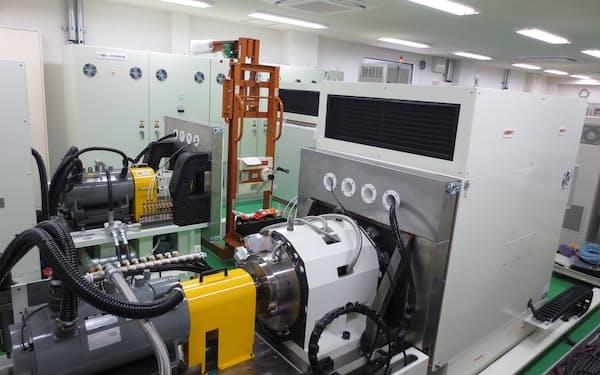 ダイキン工業などは消費電力を減らすモーターの開発を進めている(モーターの性能試験装置)=同社提供