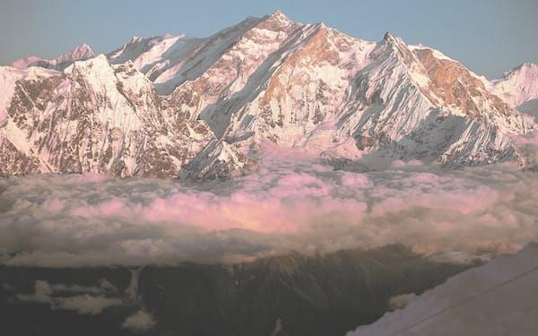 ヒマラヤへの夢を駆り立てたアンナプルナⅠ峰(中央)=三谷 統一郎撮影