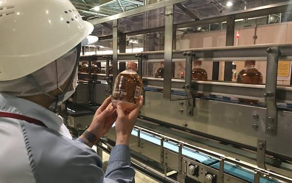 キリンビール横浜工場の生産ライン(横浜市)