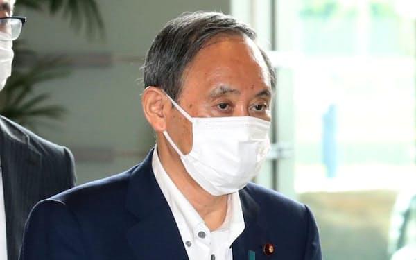 首相官邸に入る菅首相(6日午前)