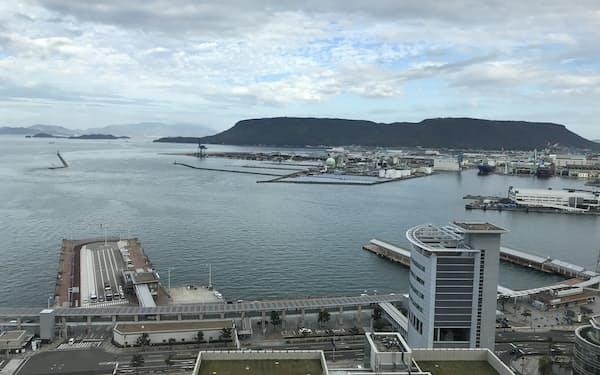 瀬戸内海を貸し切りヨットで巡るツアーなどを企画する