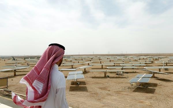 サウジ首都リヤド北部のウヤイナにある太陽光発電施設=ロイター