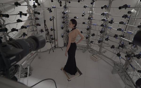 全身をカメラで撮影し、CGモデル向けのデータを集める