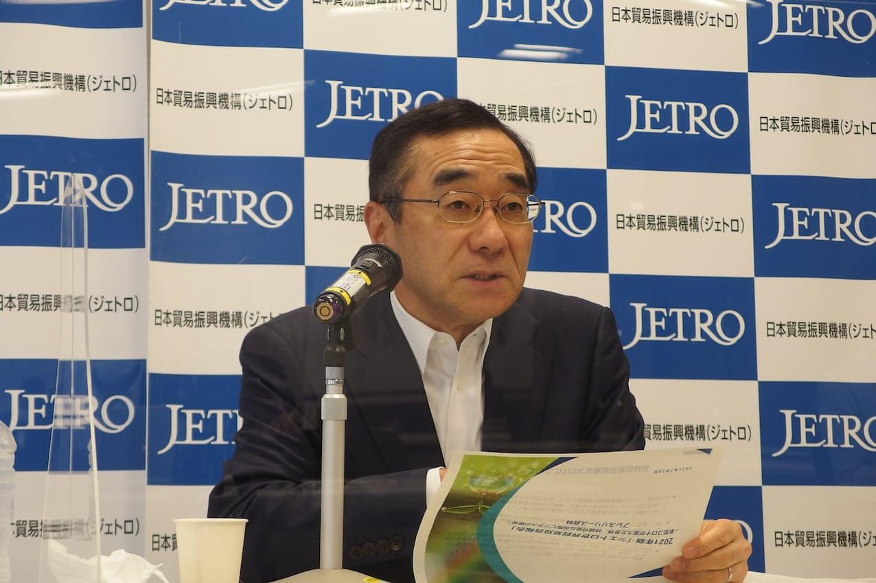 半導体の価格高騰に懸念を示した佐々木伸彦理事長(29日、東京・港)
