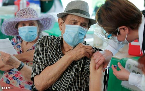 アストラゼネカのワクチンは170カ国以上に供給されている(4月、メキシコ)=ロイター