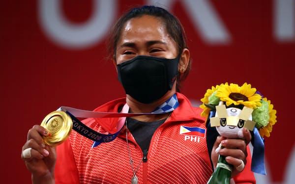 フィリピン史上初の金メダルを獲得したヒディリン・ディアス選手(26日、東京)=ロイター