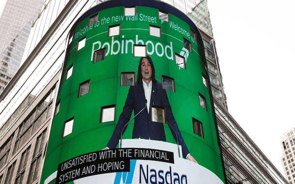 ロビンフッドはナスダック市場に上場した(29日、ニューヨーク市内)=ロイター