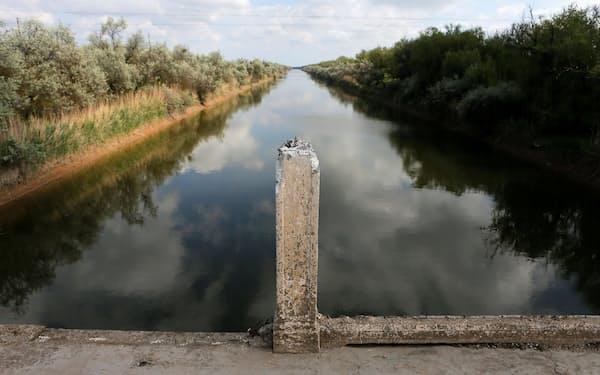 紛争の種となっている北クリミア運河(2014年、クリミア北部)=ロイター