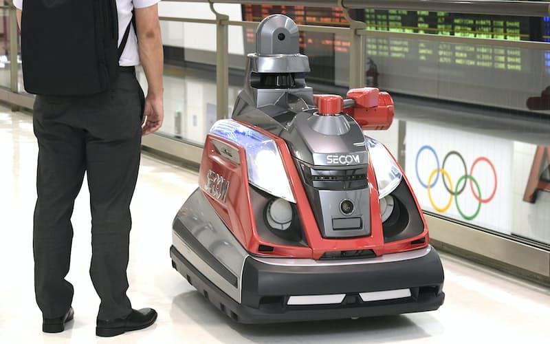五輪の会場警備でも導入される巡回監視ロボット「セコムロボットX2」