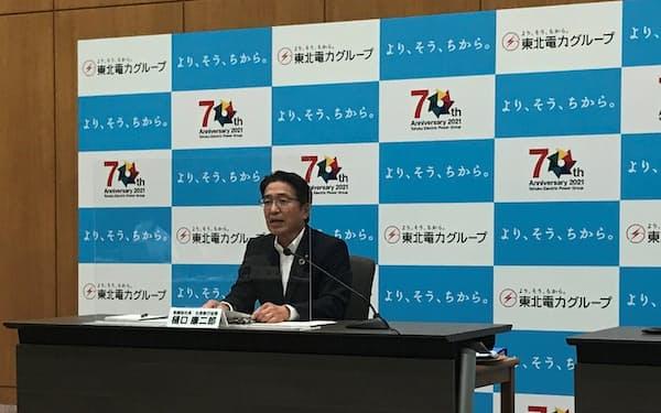 脱炭素への取り組みを発表する東北電の樋口社長(30日、仙台市内の本店)