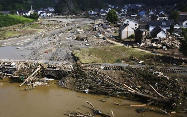 洪水は欧州や中国で猛威を振るっている(ドイツ西部)=共同