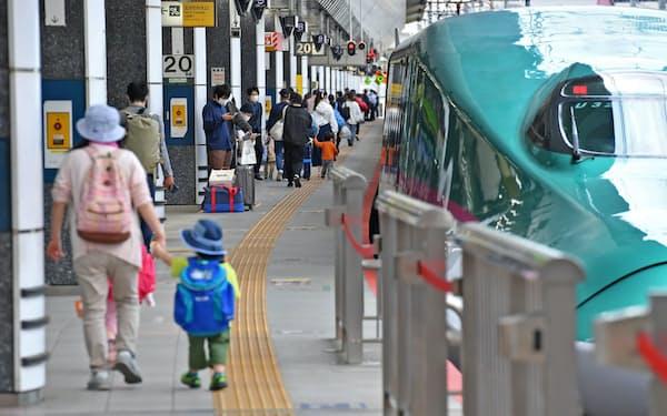 5月の大型連休初日のJR東京駅新幹線ホームは例年よりは混雑していなかった