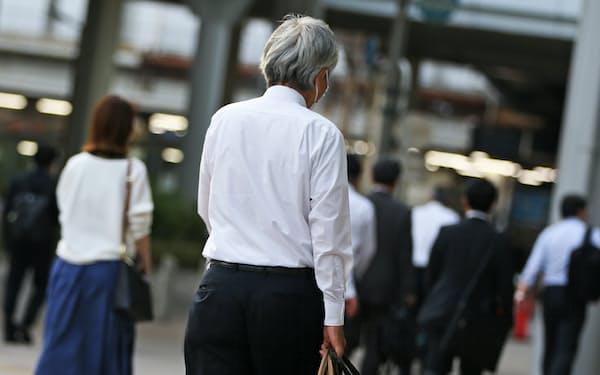 職場から自宅に向かう人たち(東京都港区)